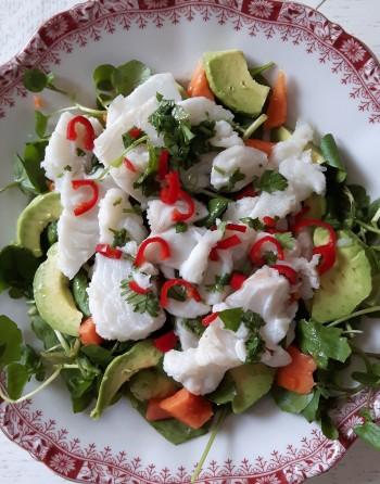 Waterkerssalade met kabeljauw en papaya