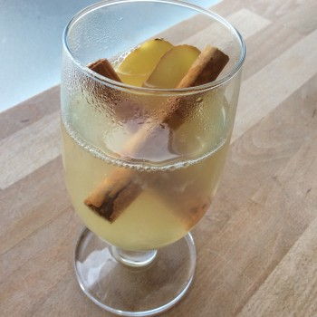 Warme honingdrank